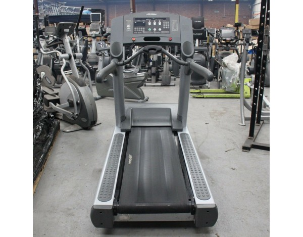 LIFE FITNESS 95TI SILVERLINE CLST TREADMILL - FACE